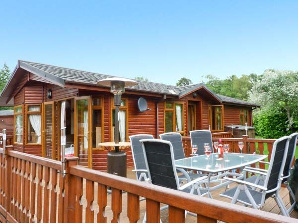 Langdale lodge 15 white cross bay log cabins with hot tubs for Lake district cottages with swimming pool