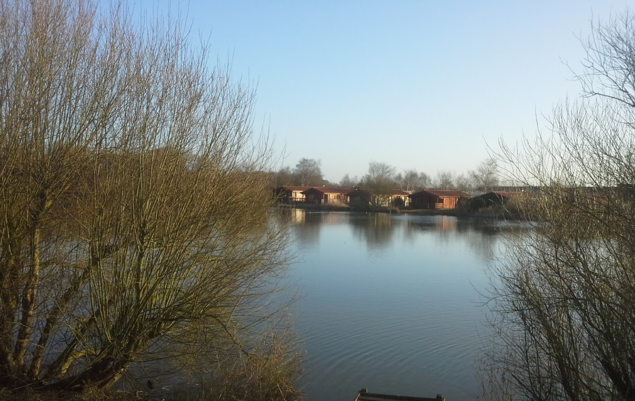 Lakeside lodge tattershall log cabins with hot tubs for Tattershall lakes swimming pool