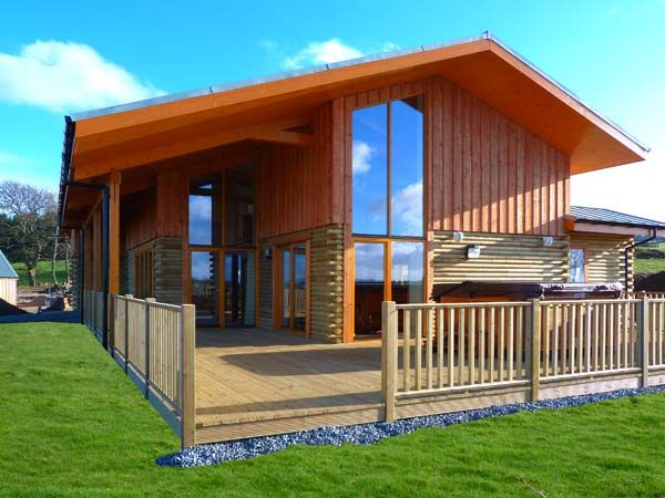 Aurae lodge inverness log cabins with hot tubs for Cottages with sauna and hot tub