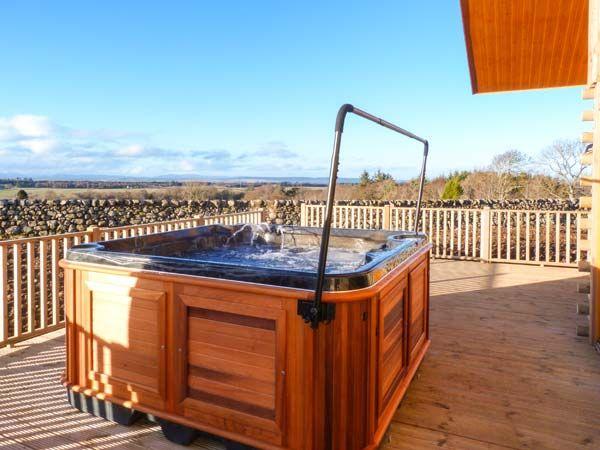 log-cabin-hot-tub-inverness