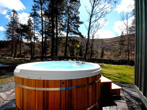 Corndavon cottage royal deeside log cabins with hot tubs Log cabins with hot tubs scotland