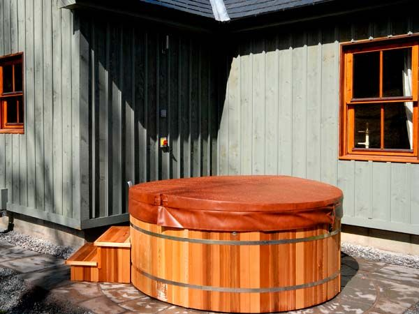 Aberdeen log cabin with hot tub view book online Log cabins with hot tubs scotland