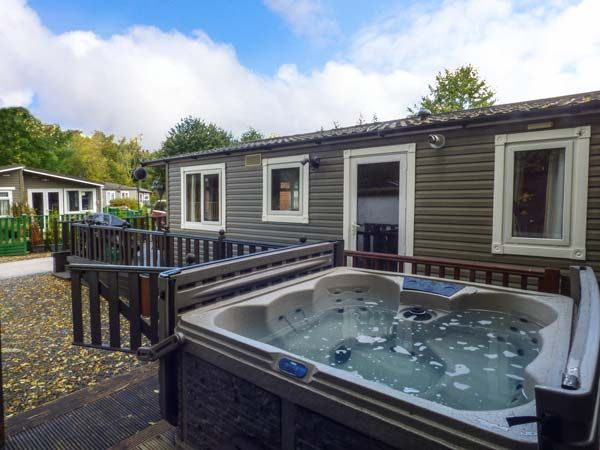 Owls Nook White Cross Bay Log Cabins With Hot Tubs